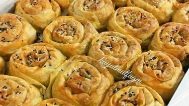 Ispanaklı gül börek