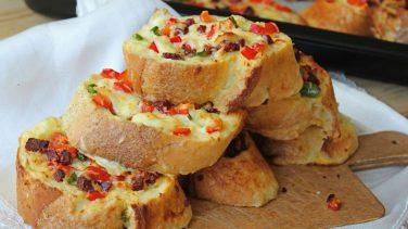Evimizin Mutfağından: Kolay Kahvaltılık Ekmek Pizza Tarifi