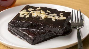 Tam İstediğiniz Kıvamda: Kakaolu Islak Kek Tarifi
