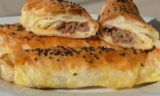 Çıtır çıtır kıymalı börek tarifi: Pratik kıymalı börek nasıl yapılır? Lezzetli ve pratik kıymalı börek yapılışı